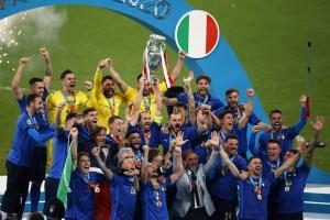 """En """"la tierra del fútbol"""", Italia se coronó con su segunda Eurocopa"""