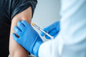 EEUU se prepara para vacunar con una dosis de refuerzo a personas vulnerables