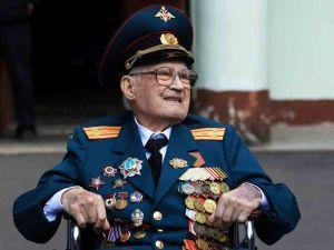 Veterano ruso de la Segunda Guerra Mundial de 102 años supera el coronavirus