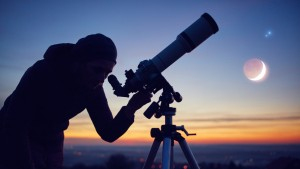 Marte y Venus se alinean en el cielo nocturno acercándose a 'un solo dedo' de distancia