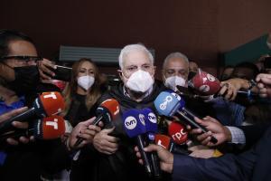 """Expresidente Ricardo Martinelli califica de """"babosada"""" juicio que se le sigue por interceptar las telecomunicaciones"""