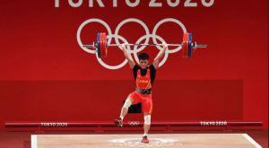 ¡Increíble! Levantador de pesas chino ganó oro con una técnica nunca antes vista (Video)