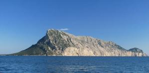 Tiene 11 habitantes y su rey es un pescador: Así es Tavolara, el reino más pequeño del mundo