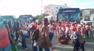 Bajaron a niños de un bus por usar uniformes donados por el gobernador de Nueva Esparta (Video)