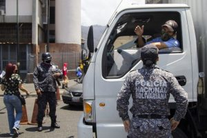 Las alcabalas: Una traba de sobornos para el venezolano (Encuesta LaPatilla)