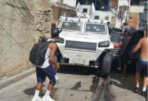 Delincuentes robaron una tanqueta de la GNB en El Valle (Fotos)