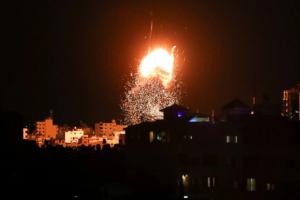 Israel atacó una base de Hamás en respuesta a lanzamiento de globos incendiarios