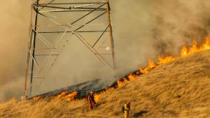 Estado de emergencia: Incendios amenazan con destruir hasta diez mil viviendas en California (Video)