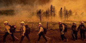 Feroz incendio arrasó con viviendas al norte de California