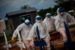 Muertes por Covid-19 podrían duplicarse a diez millones si países no aplican las vacunas, alerta la OMS