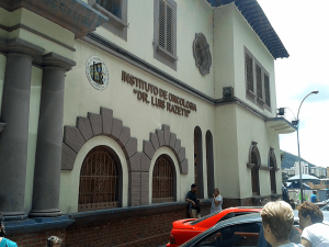 ¡TERROR! Culebra hallada en el oncológico Luis Razetti demuestra la desidia del hospital (FOTO)
