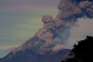 Cesa erupción del Volcán de Fuego en Guatemala
