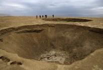 """El mar Muerto """"se encogió"""" y dejó al descubierto miles de misteriosos cráteres"""