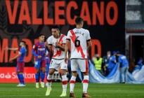 El Rayo Vallecano, con un Falcao encendido prolonga la crisis del Barcelona