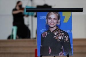 El padre de Halyna Hutchins culpó al equipo de filmación por el trágico accidente