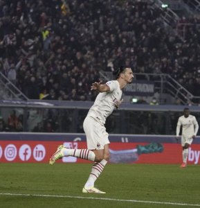 A pesar de sufrir frente a Bolonia, Milan es líder provisional de la Serie A