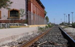 México: Tren le amputó las piernas a una venezolana que cayó mientras dormía