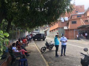 Pacientes esperan hasta cuatro horas para ser atendidos en el Periférico de Pariata
