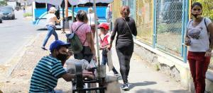 Buscan sobrevivir: Comerciantes informales se instalan en las calles de Barquisimeto para obtener mayores ingresos