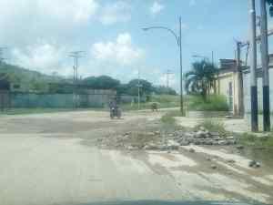 Cráteres es lo que abunda en las calles de la Zona Industrial de La Mora en La Victoria