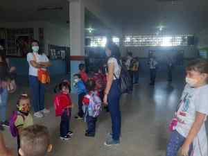 Iniciaron las clases con planteles, docentes y alumnos olvidados por el régimen (FOTOS)