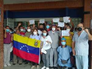 """Trabajadores del Hospital Razetti de Barcelona se cansaron de recibir una """"miseria salarial"""" (Fotos)"""