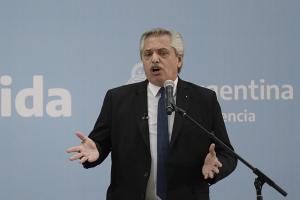 """""""No nos vamos a arrodillar ante el FMI"""", dijo Alberto Fernández con el agua al cuello"""