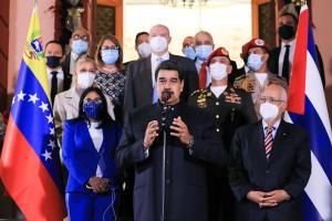 El País: Maduro maniobra para evitar la apertura de una investigación en la Corte Penal Internacional