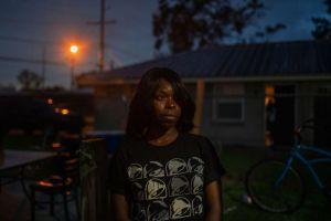 Policía agredió de forma brutal y despiadada a una afroamericana en EEUU (Imágenes sensibles)