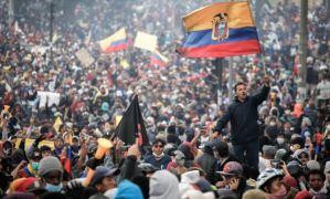 Indígenas de Ecuador cerraron vías en segundo día de protestas contra política económica