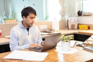 Senado de Wisconsin aprobó proyecto de ley para prolongar jornada laboral de adolescentes