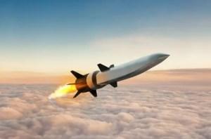 ¿En qué se diferencia un misil hipersónico de uno balístico?