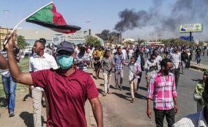 Continúan protestas en Sudán en desafío de la represión militar