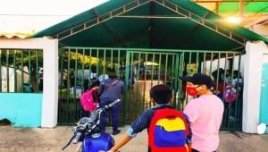 """""""Compro los útiles o compro comida"""": El dilema de una madre venezolana ante el regreso a clases"""